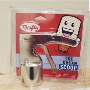 Thrifty ice cream scoop